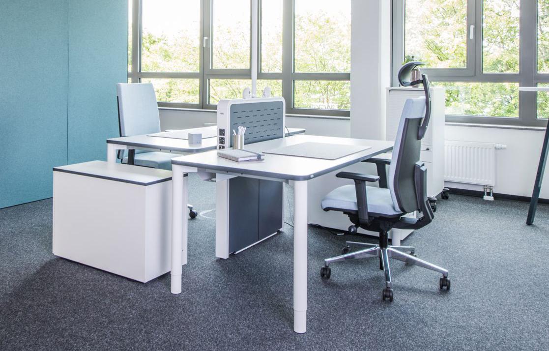 Viasit Büroszene mit Schreibtischstühlen